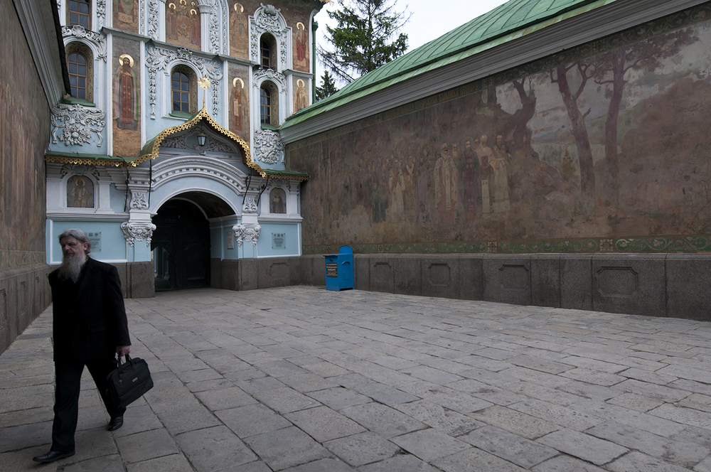 The main entrance to Pechersk Lavra