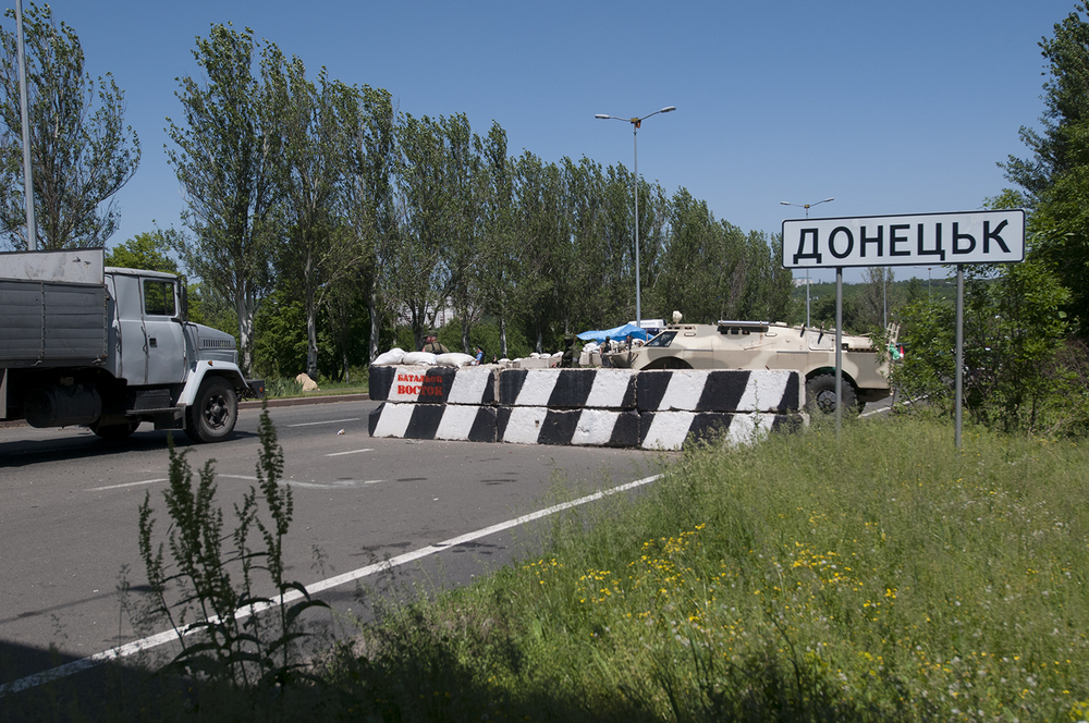 Checkpoint at the entrance on Donetsk