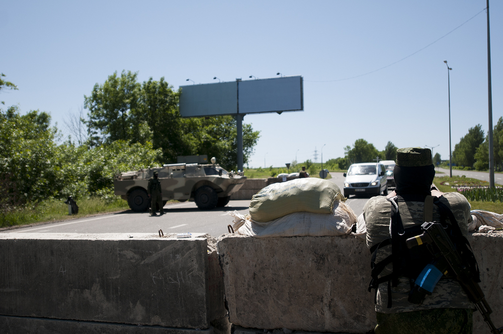 Soldier guarding a chekpoint at the entrance of Donetsk