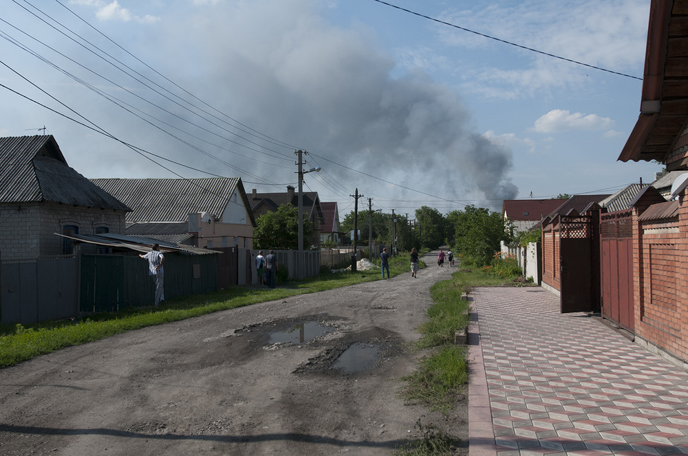 People looking at the smoke coming from the airport area, this neighborhood is located between Donetsk's train station and its airport.