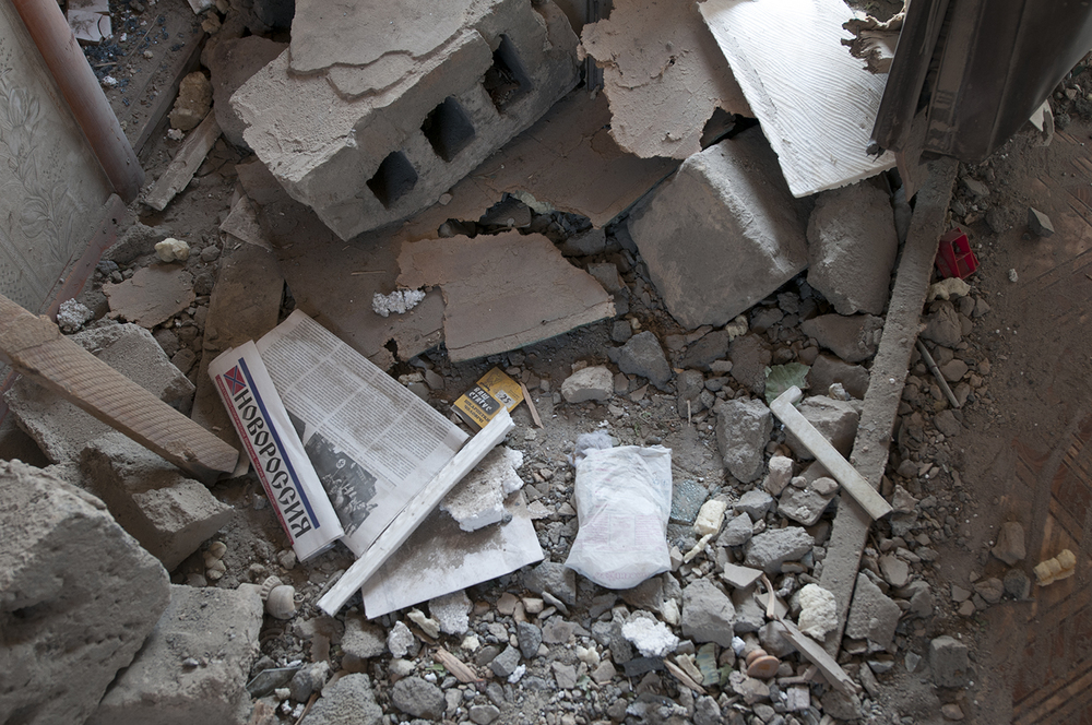 NovoRossia newspaper in the middle of the rubbles