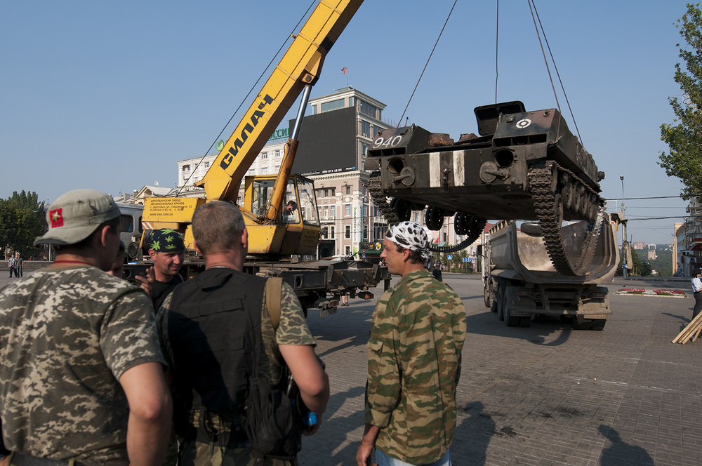 Soldiers from the Vostok Battalion watching over the crane