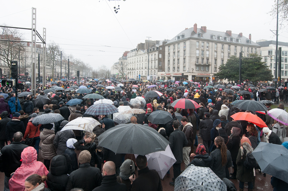 The crowd overwhelming the city center of Nantes