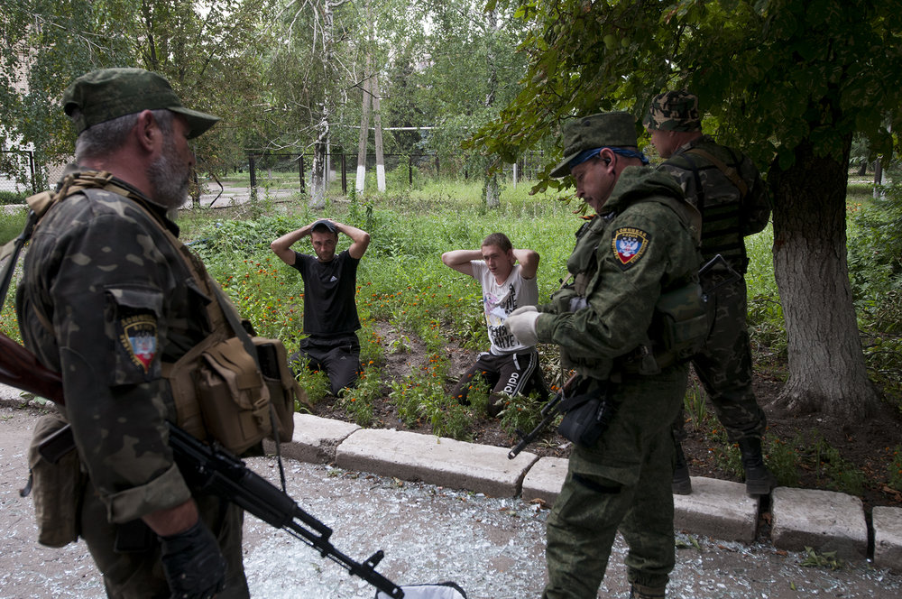 Looters being arrested by DNR soldiers