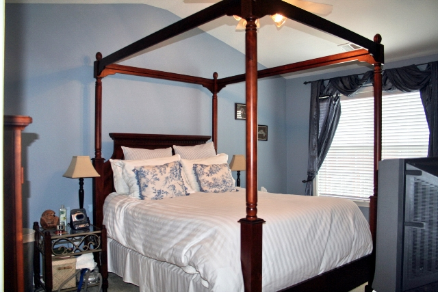 Bedroom Master 18-Townhomes.jpg