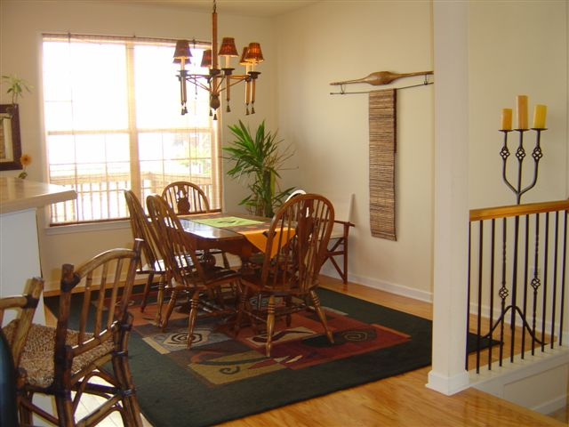 Dining room 2-Townhomes.JPG
