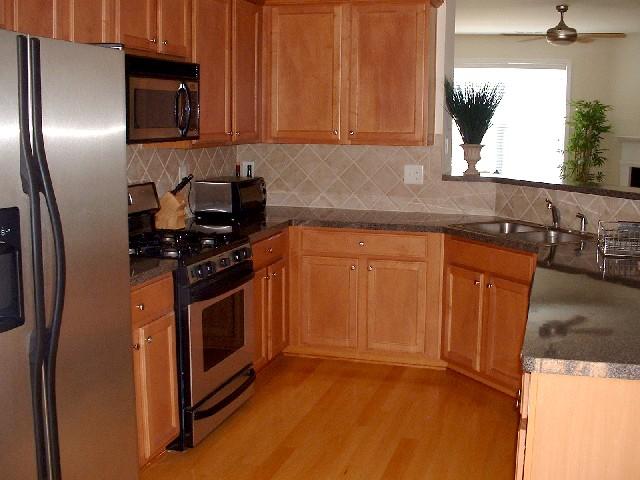 Kitchen - Townhomes.JPG