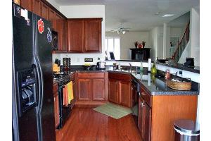 Kitchen 19-Townhomes.jpg