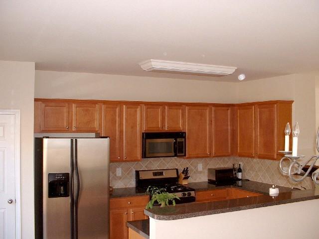 Kitchen2-Townhomes.JPG