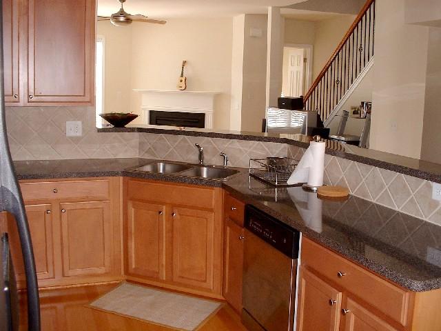 Kitchen3-Townhomes.JPG