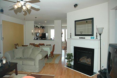 Living Room 16.JPG