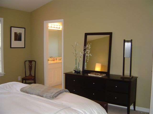 Bedroom Guest - Townhomes 24.JPG