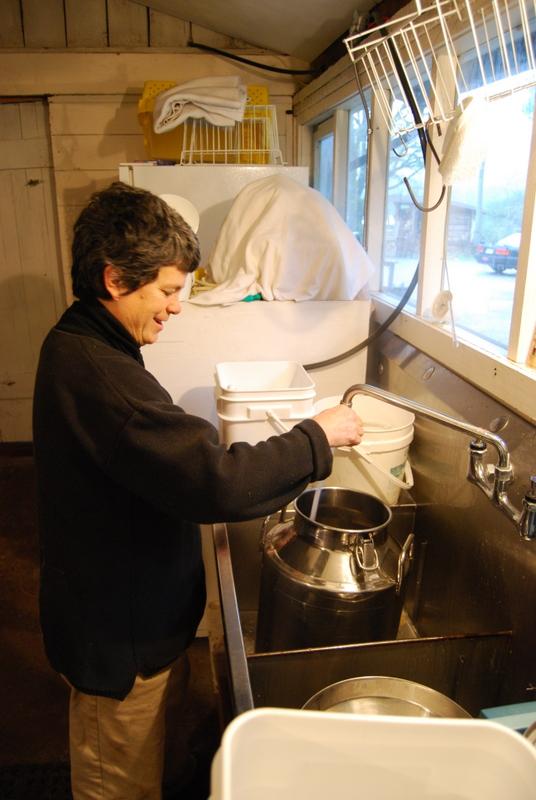 Rinsing milk container
