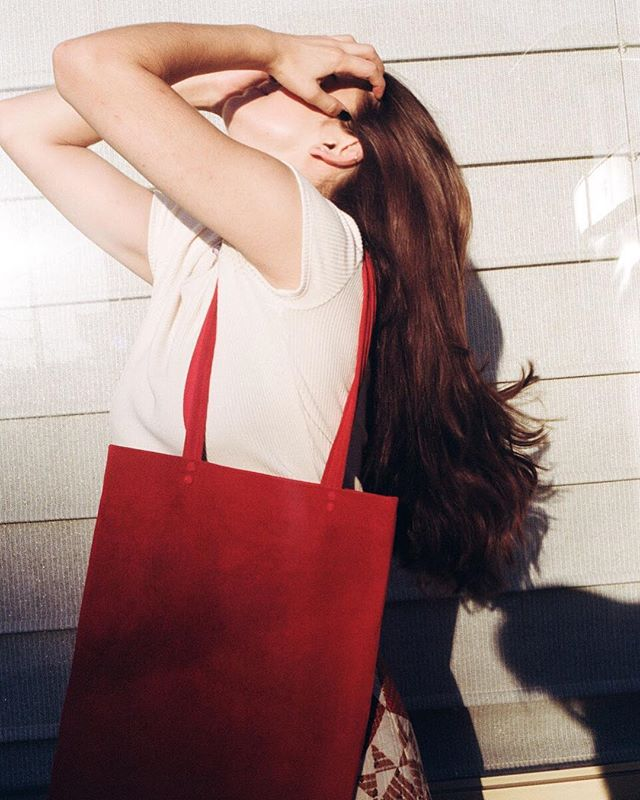Suede shopper tote in 🍒