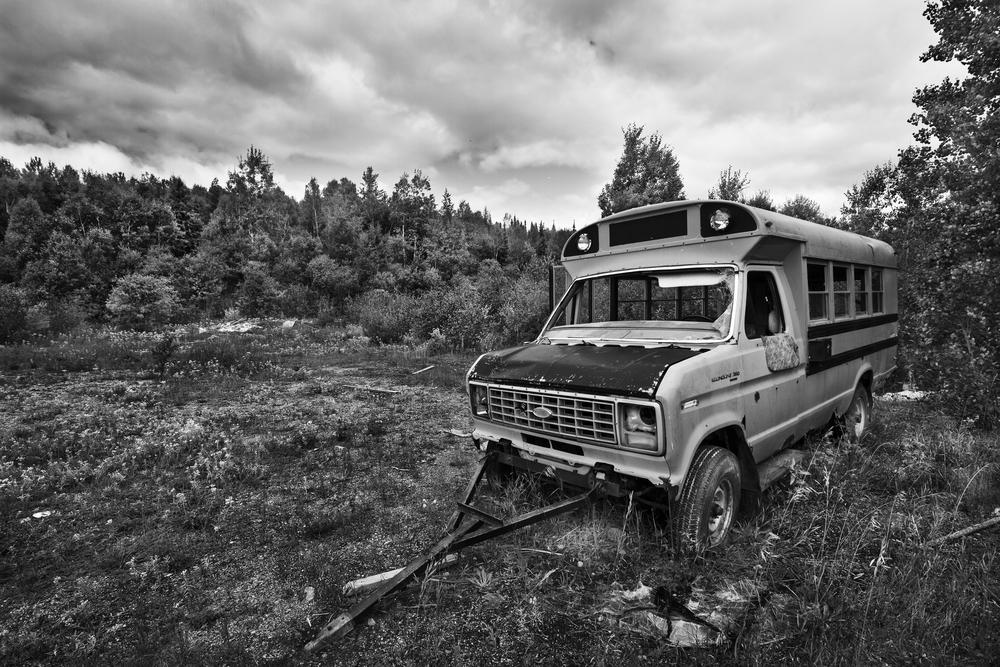 Un vieux bus scolaire sert de cache sur un territoire de chasse près de Waswanipi