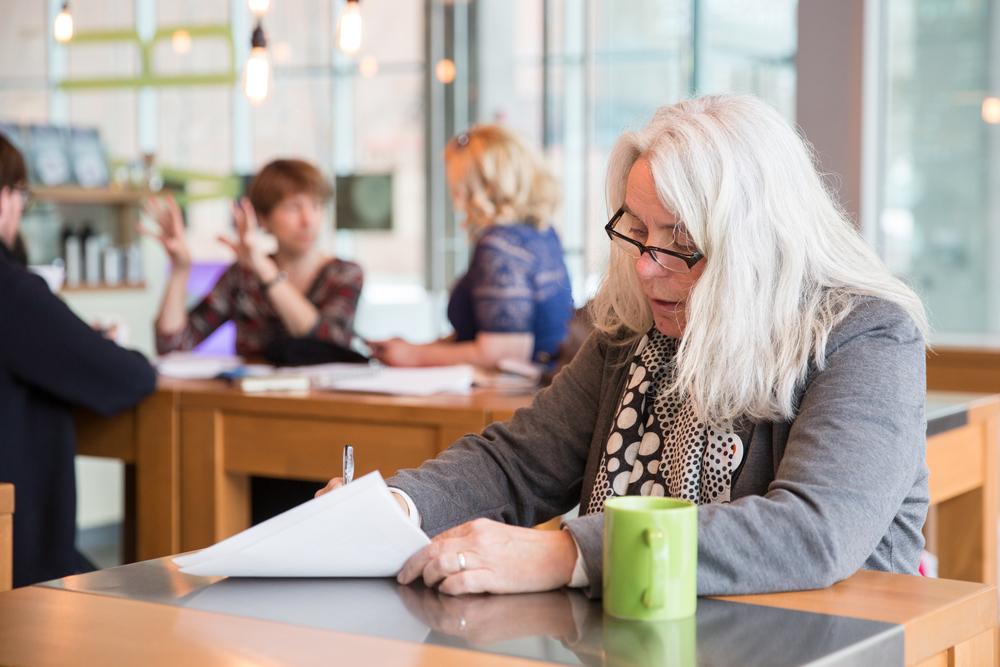 Manon Massé, nouvelle élue de Québec solidaire depuis le 7 avril 2014, se prépare avant un point de presse sur le plan de sortie du pétrole proposé par le parti.