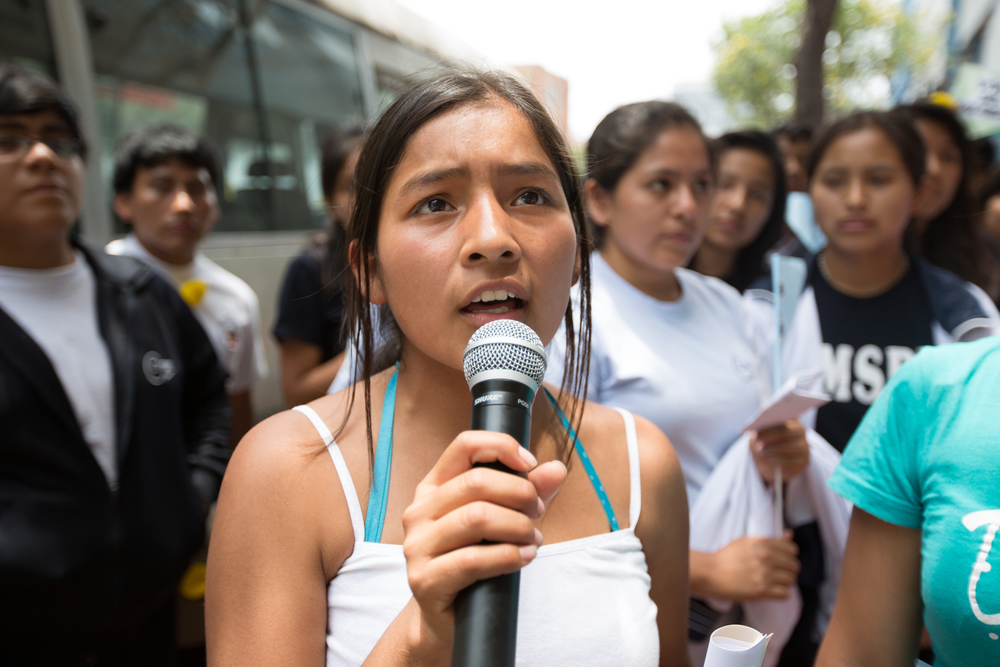 Allison livre un discours devant le ministère de la condition féminine