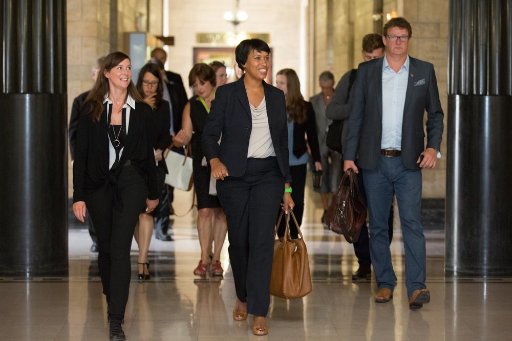 Muriel Bowser (au centre), candidate à la mairie de Washington.