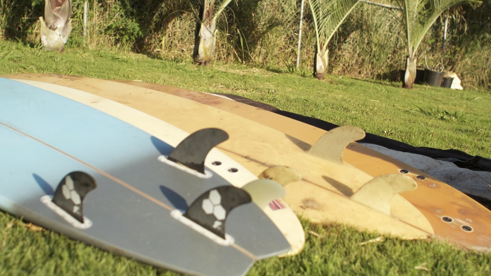We gathered 6 surfboards with varying height and size. These boards have lived long lives full of Maui waves. With a few bumps, bruises, and dings, the surfboard fence is a way to revive them and give them a whole new purpose!