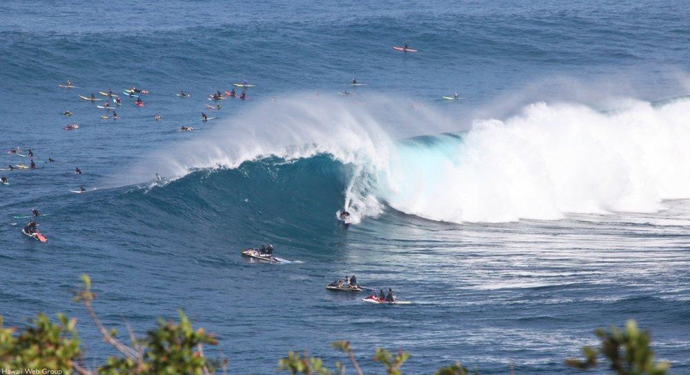 Peahi surf