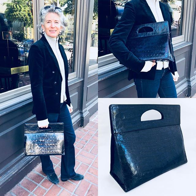 Designer Heidi Carey always so classic and chic❣️she's sporting her Camden 👜 #mystyle #handbags #classic #womensupportingwomen #womeninbusiness #jewelrydesigner #handbagdesigner #madetoorder #fashionlovers