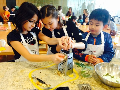 Vancouver schoolchildren learning to cook with  project Chef!