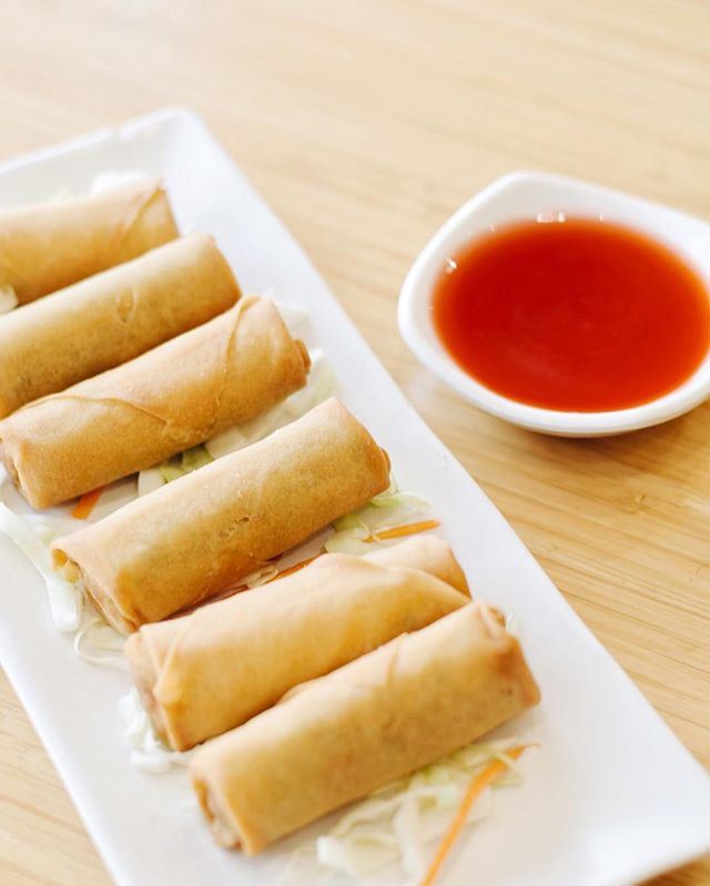 Egg Rolls are the perfect snack for you and your friends! . . . #delicious #yummy #tasty #instafood #foodstagram #newmenu #upgrades #chinesefood #goodeats #laeats #ucla #westwood #phaat #treatyoself #realfood #nomnom #eeeeeats #koalatcafe