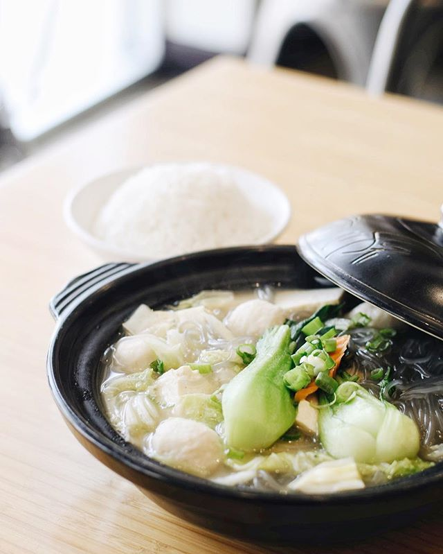 Come down to our restaurant and give our Vegetable Fish Ball Clay Pot a try! I can't wait to see you there 😊 . . . #delicious #yummy #tasty #instafood #foodstagram #newmenu #upgrades #chinesefood #goodeats #laeats #ucla #westwood #phaat #treatyoself #realfood #nomnom #eeeeeats #koalatcafe