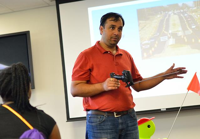 Figure 2: Dr. Tewari talks to students at Prairie View A&M
