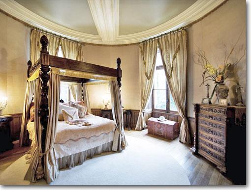 castlebedroom.jpg