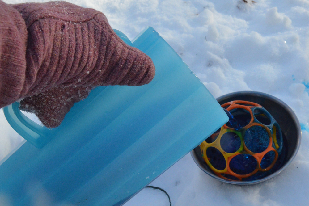 Objects can be embedded in the ice.