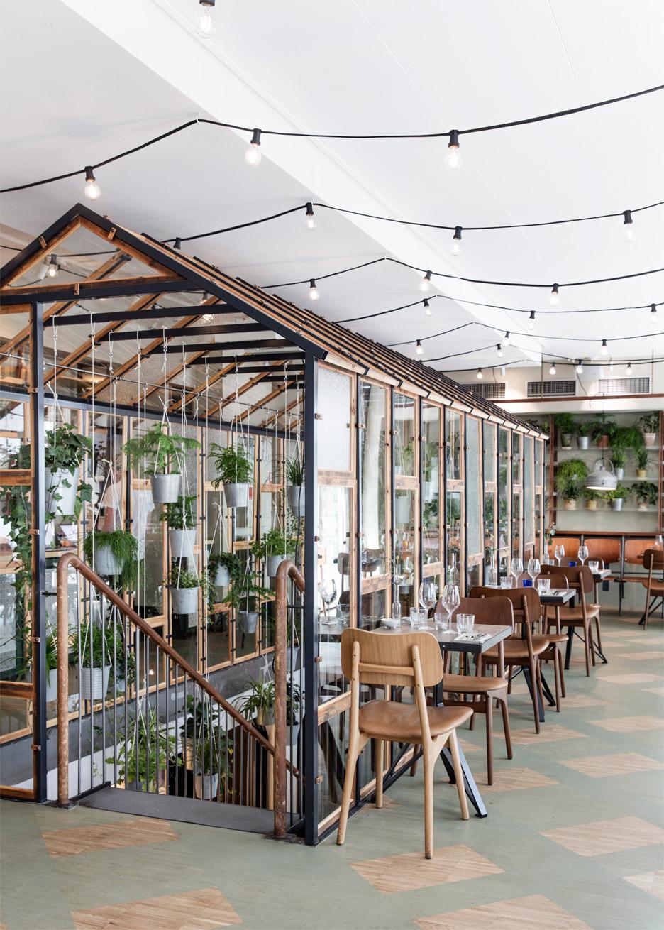 vakst-nordic-restaurant-interior-genbyg-copenhagen-denmark-chris-tonnesen_dezeen_936_6.jpg