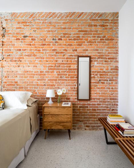 Pompeia-apartment-by-Vitro-Arquitetura_dezeen_468_0.jpg