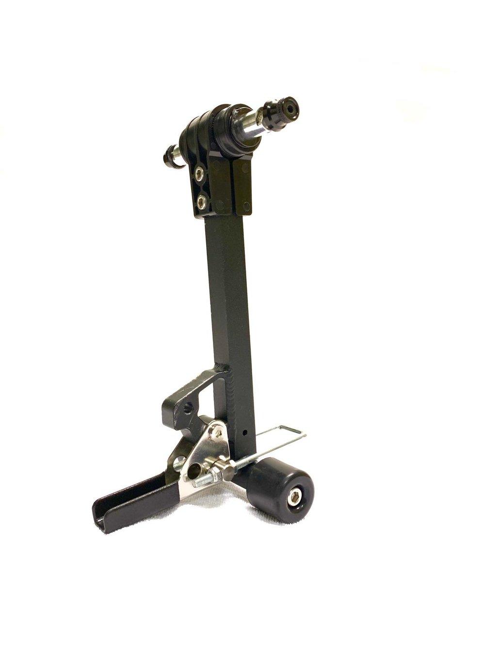 - Der revolutionäre Ansatz liegt in der Multifunktionalität von TReGo, es ist der einzige Trolley, der direkt an dein Fahrrad angeschlossen werden kann.Fast Connector:Der FAST-Connector wurde mit dem Gedanken entwickelt einen Mechanismus zu schaffen, der es ermöglicht den Trolley ohne Werkzeuge an- und abzukoppeln. Außerdem wollten wir eine Lösung, die für fast jedes erwachsenen Fahrrad (26 Inch oder größer) funktioniert.Zum ersten Mal gibt es eine praktische und günstige Lösung für deine Transportprobleme.
