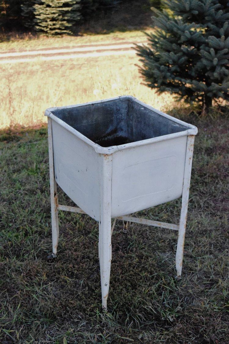 Antique Wash Tub On Stand Hrj Events Vintage Rentals