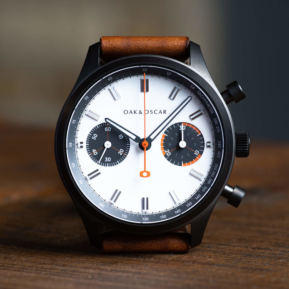 clean aesthetic - Two firsts for Oak & Oscar - a matte-white dial and no date movement.With our first release of the Batch Collection, we wanted to play with dial contrast and simplicity. A matte-white dial is the perfect way to highlight the familiar charcoal and orange accents.