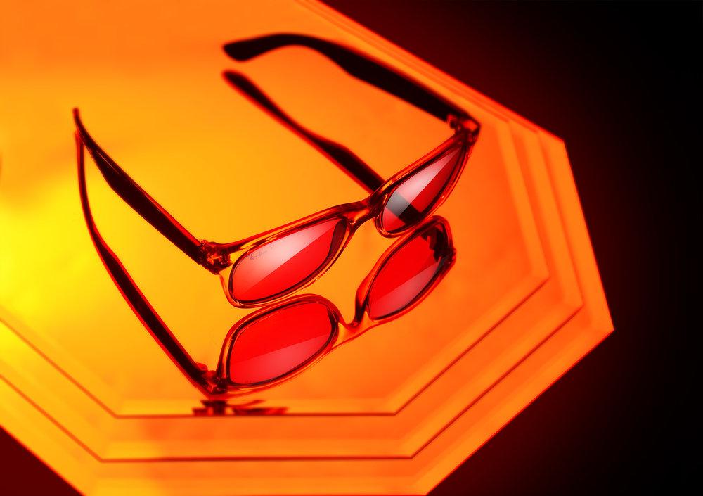 Ray-Bans-Mirror-blur-web.jpg