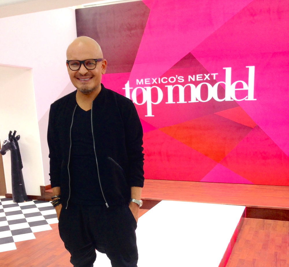 Luis Casco on set at Mexico's Next Top Model