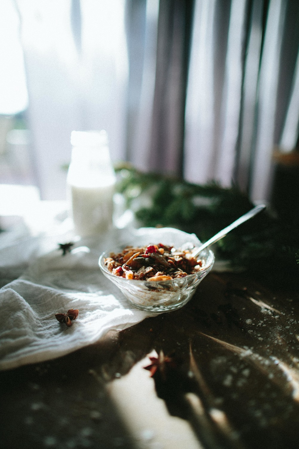A TABLE TOP CHRISTMAS // SPICED GRANOLA