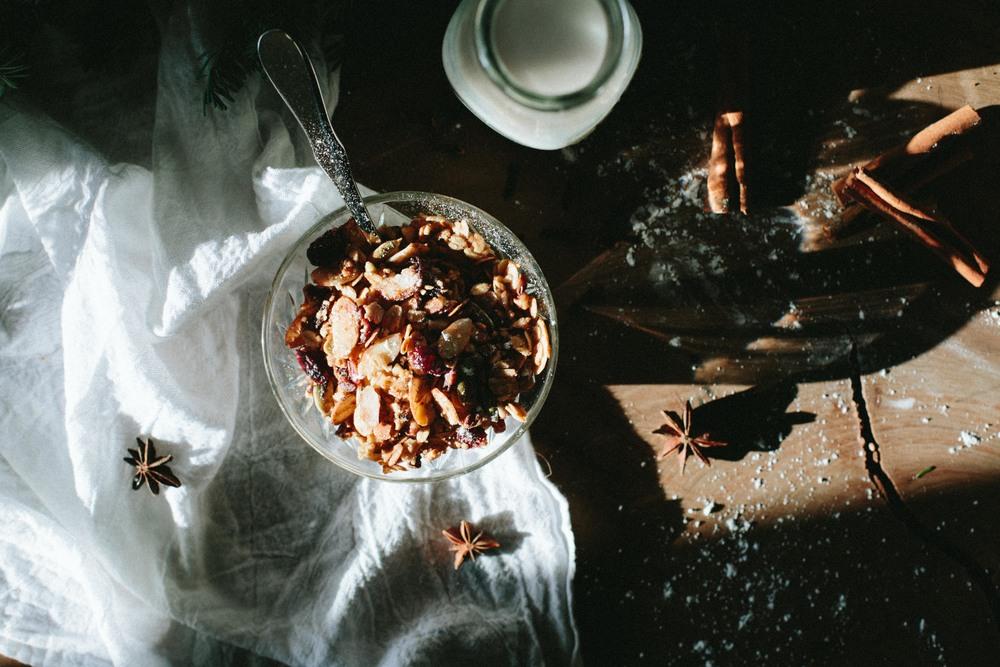 A TABLE TOP CHRISTMAS // SPICED GRANOLA