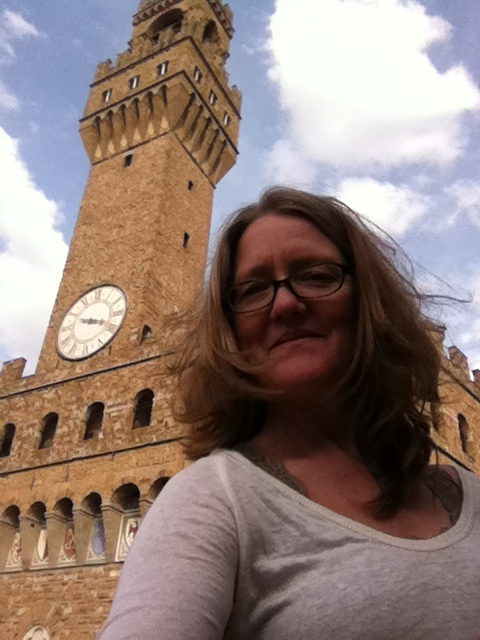 Sarah in front of the palazzo Vecchio at the Piazza della signoria where the david originally stood.