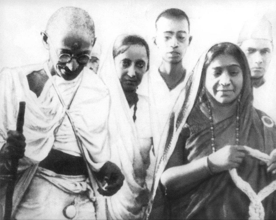 Mahatma_&_Sarojini_Naidu_1930.jpg
