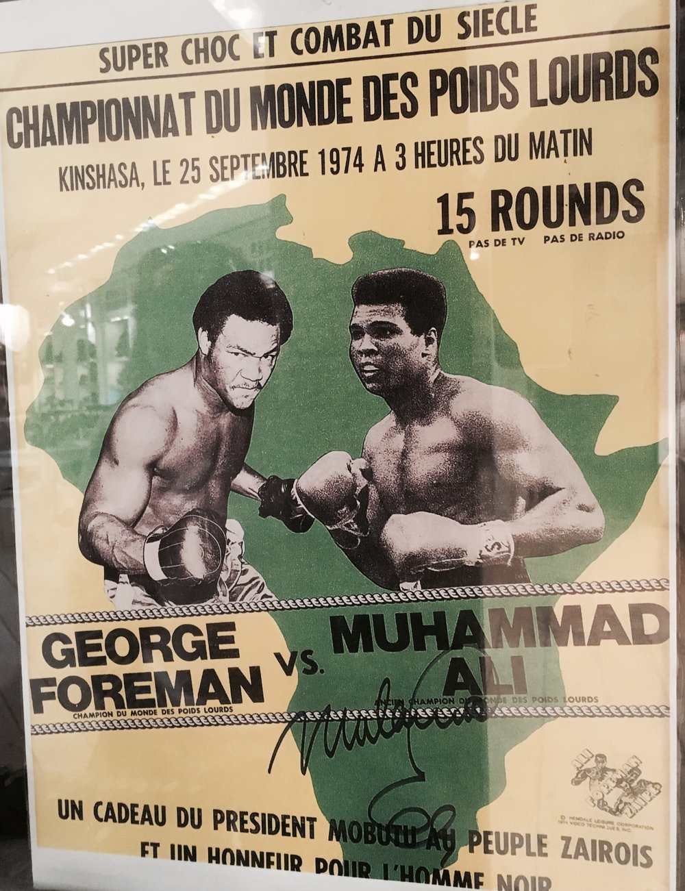 Photo_d'une_affiche_de_Mohamed_Ali_et_George_Foreman.jpg