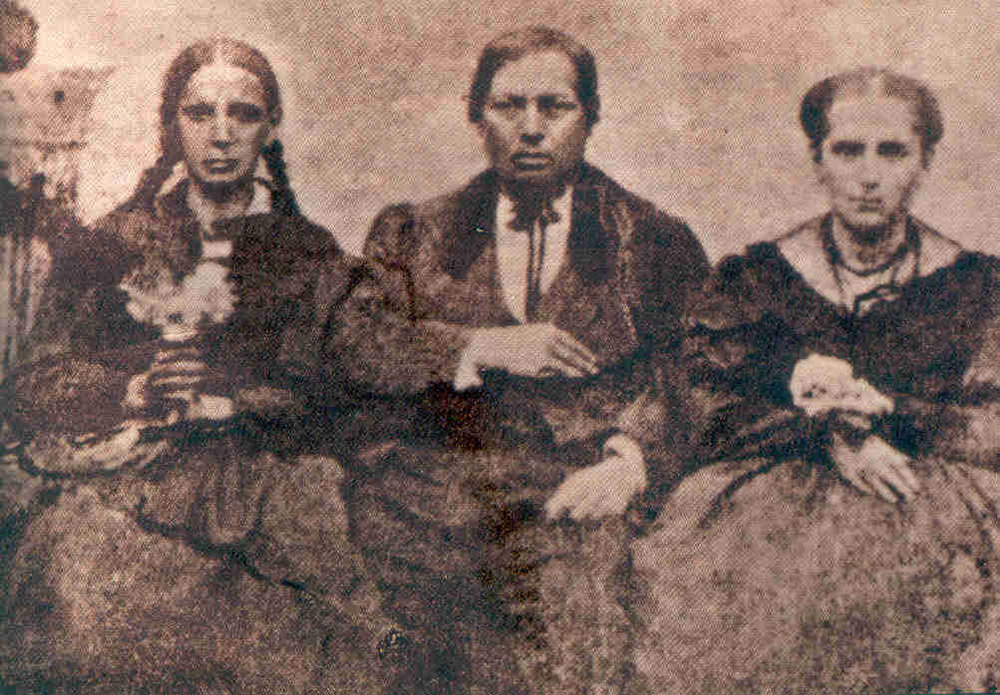 Juarez with his wife (right) and sister (left)