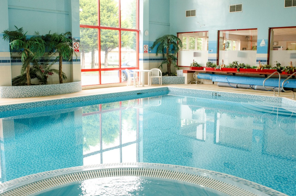 Pool at Thurston Manor.jpg