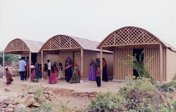 Paper Log House, India, 2001