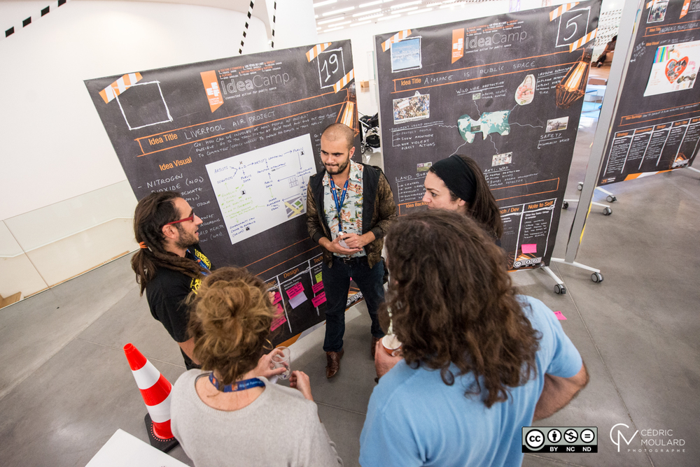 Lot Amóros talks to other Idea Campers about his idea. ©Cedric Moulard