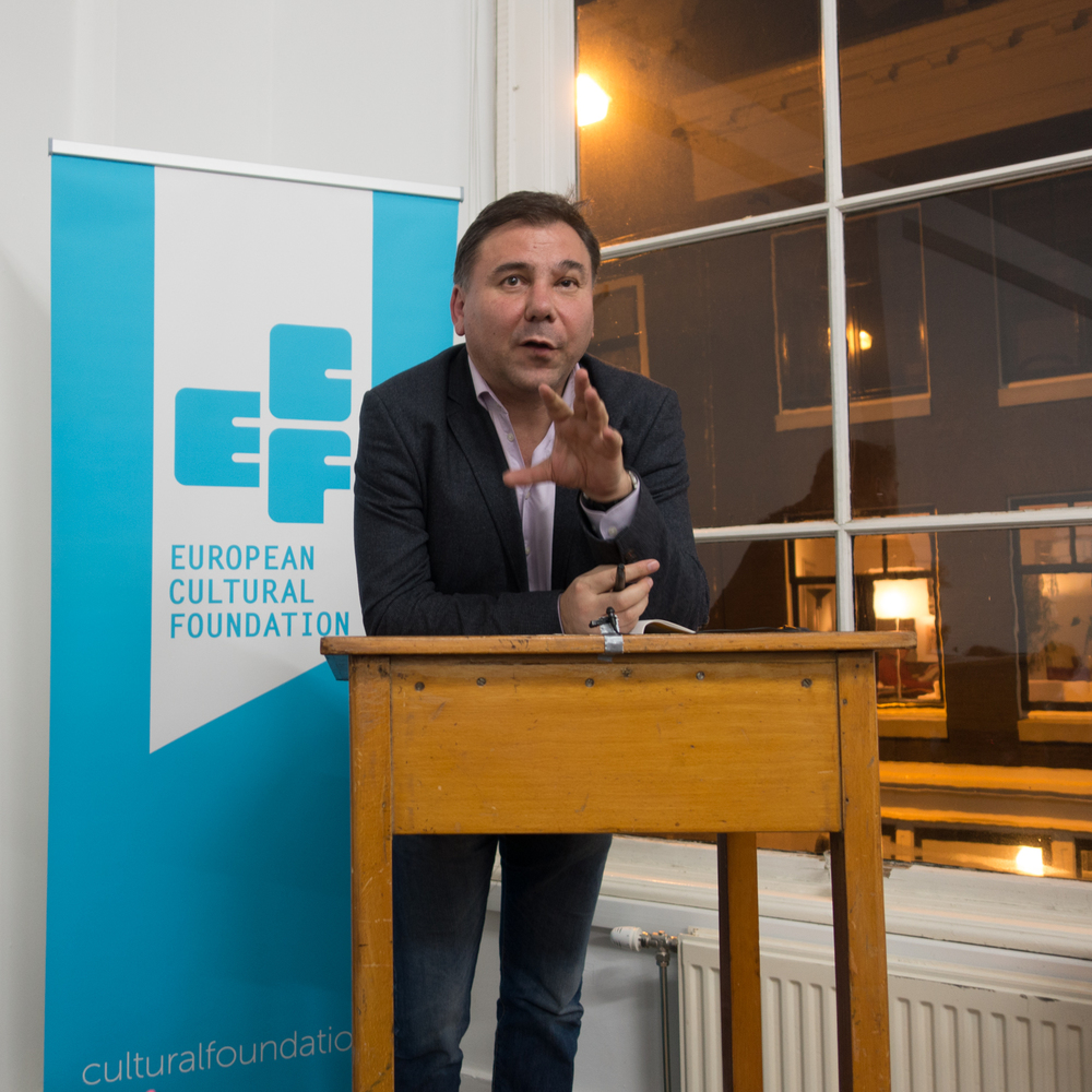 Ivan Krastev giving an introduction before the debate. Photo by Canan Marasligil.