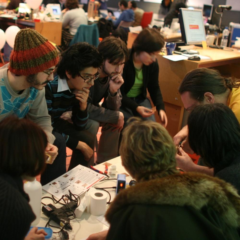 "Workshop ""Interactivos?'09: Garage Science"", February 2009.Medialab Prado CC BY-SA 2.0."