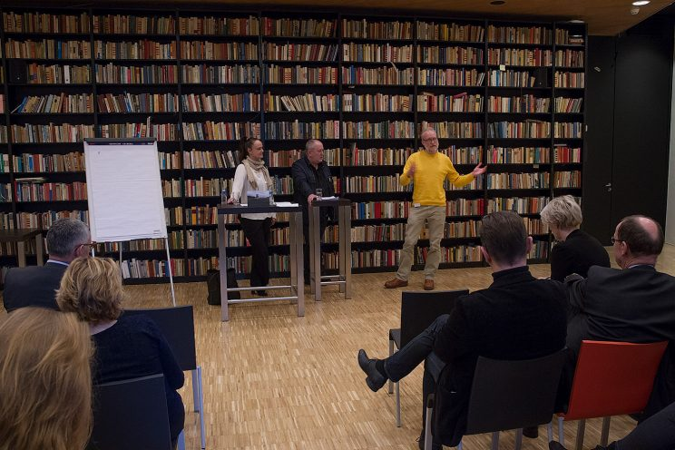 During the workshop. Photo by Jan Duker.